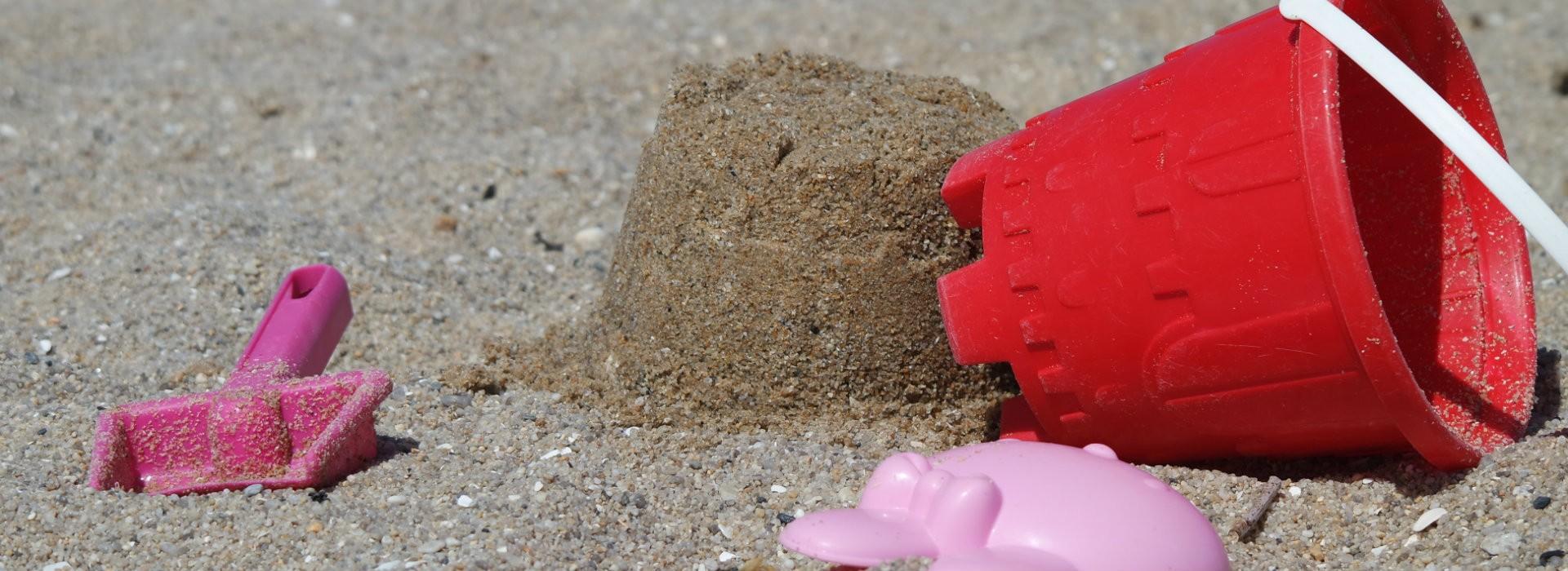Pelles et seaux, tous à la plage à Piriac-sur-Mer