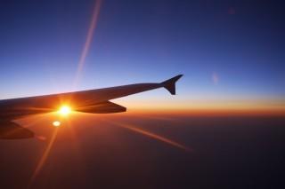 Per Flugzeug