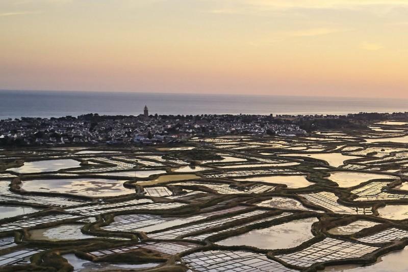 Batz-sur-Mer et ses villages paludiers depuis les marais salants de Guérande - Alexandre Lamoureux