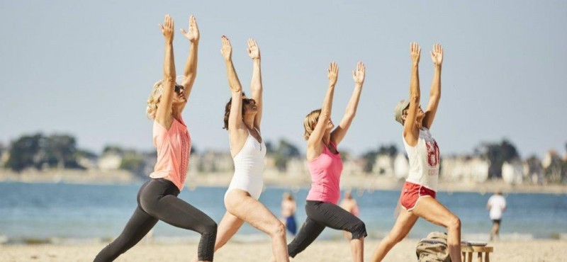 Yoga sur la plage de La Baule - Alexandre Lamoureux
