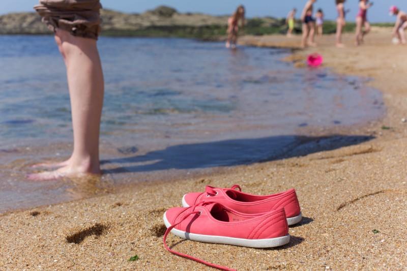 Lassen Sie die Füße im Wasser baumeln!