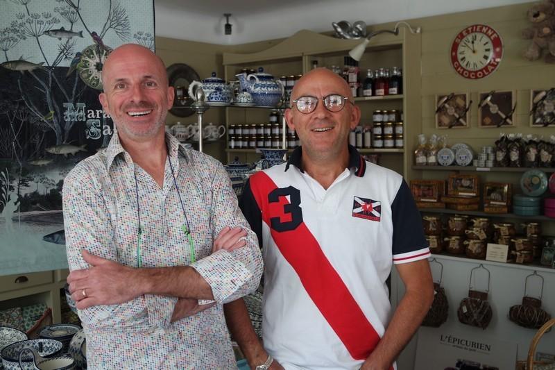 Camille et Philippe dans la boutique du Casa Cosy