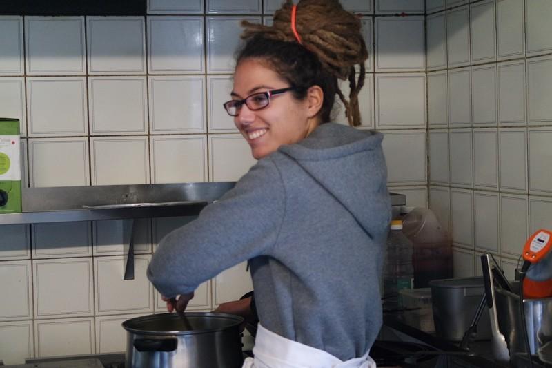 Charlotte à l'atelier de cuisine au Chaudron à La Turballe