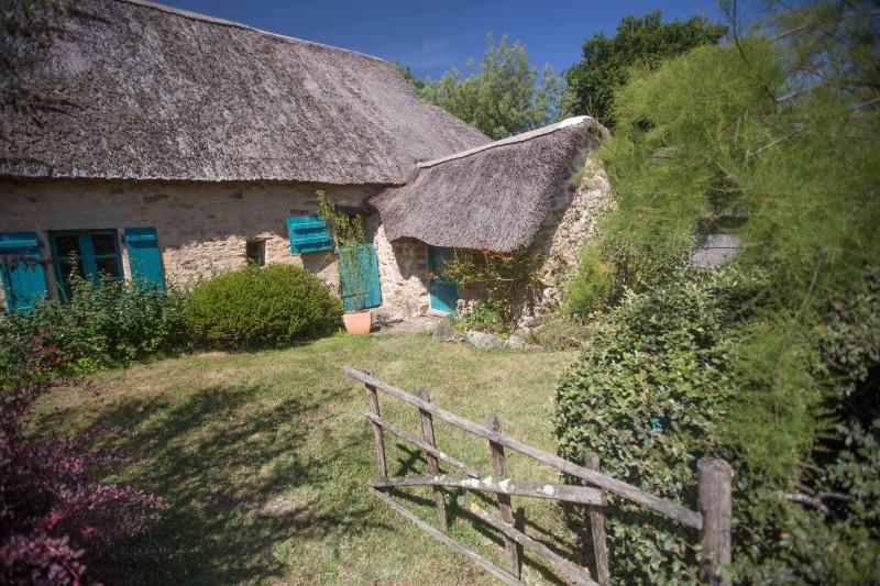 Chaumière typique de Brière - village de Bréca