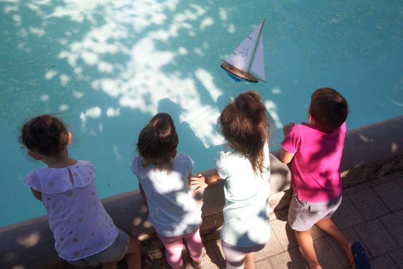 Enfants jouant près d'un bassin - le Pouliguen