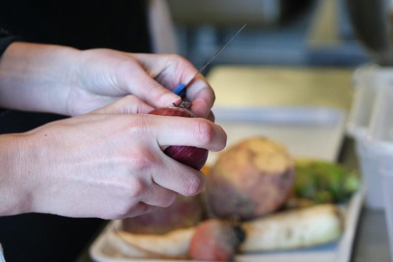 Epluchage des légumes au Chaudron à La Turballe