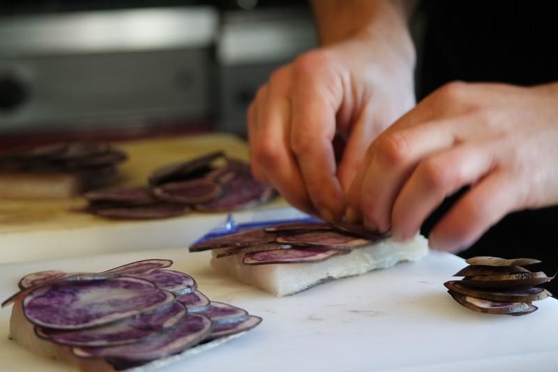 Préparation du poisson au Chaudron à La Turballe