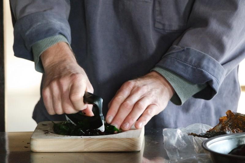Préparation du tartare d'algues