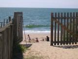 Accès direct à la plage, depuis le camping La Falaise