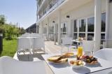 petit dejeuner en terrasse-golden-tulip-La Baule