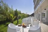 petit dejeuner en terrasse-golden tulip-La Baule