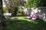 Guérande proche cité médiévale, Chambres d'hôtes de caractère la Maison Bizienne, table de jardin