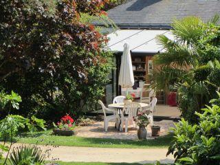 Le pré à coquette, Chambre d'hôtes proche des marais de Brière -Petit déjeuner servi dans la véranda