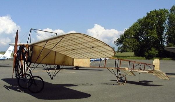 01 - Musée Aéronautique de la Presqu'Ile Côte d'Amour (MAPICA)