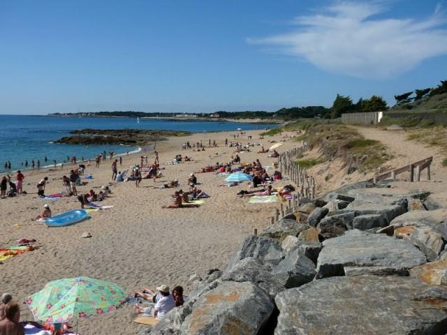Plage de Ker Elisabeth à La Turballe, plage de sable fin bordée de rochers