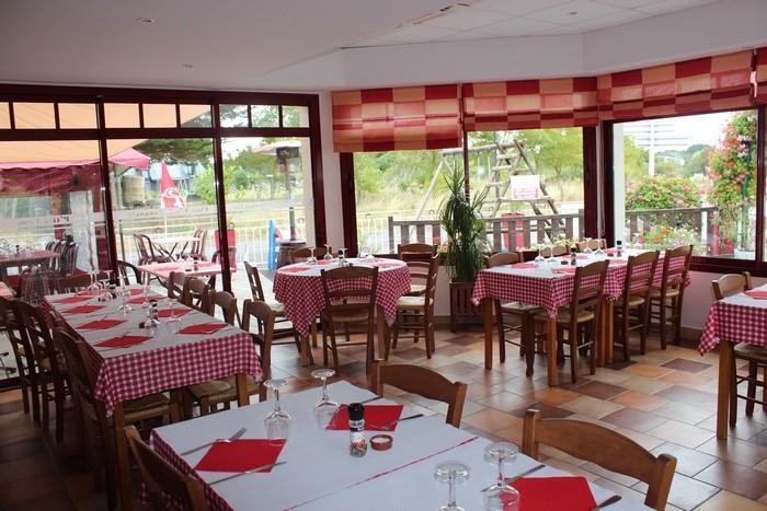 Salle du restaurant P'tite Casquette à La Turballe