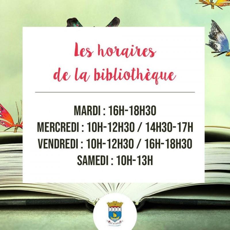 Affichage avec les horaires de la bibliothèque du Pouliguen
