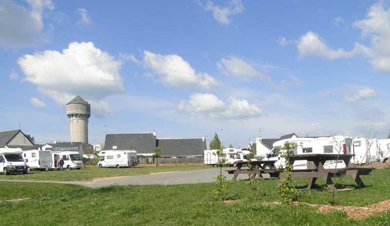 Aire de service et de stationnement pour camping-cars - Guérande - Tables de pique-nique