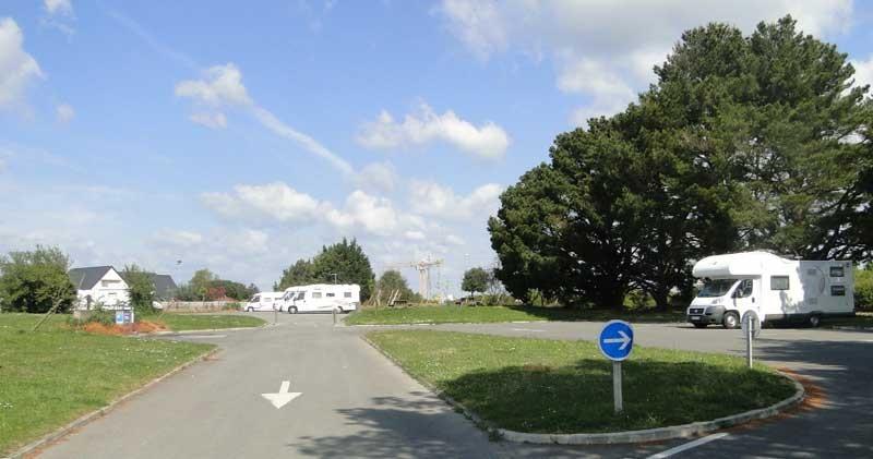 Aire de service pour camping-cars à Guérande, places ombragées