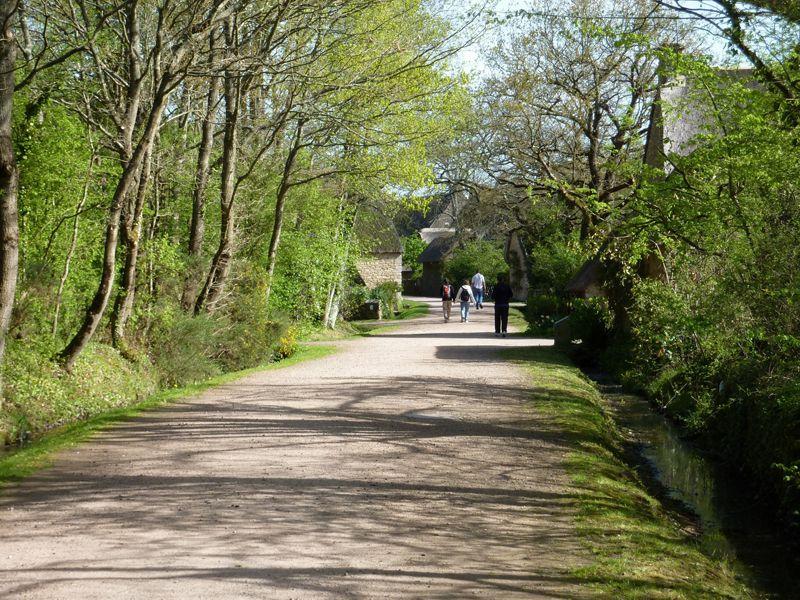 Allée principale du village de Kerhinet