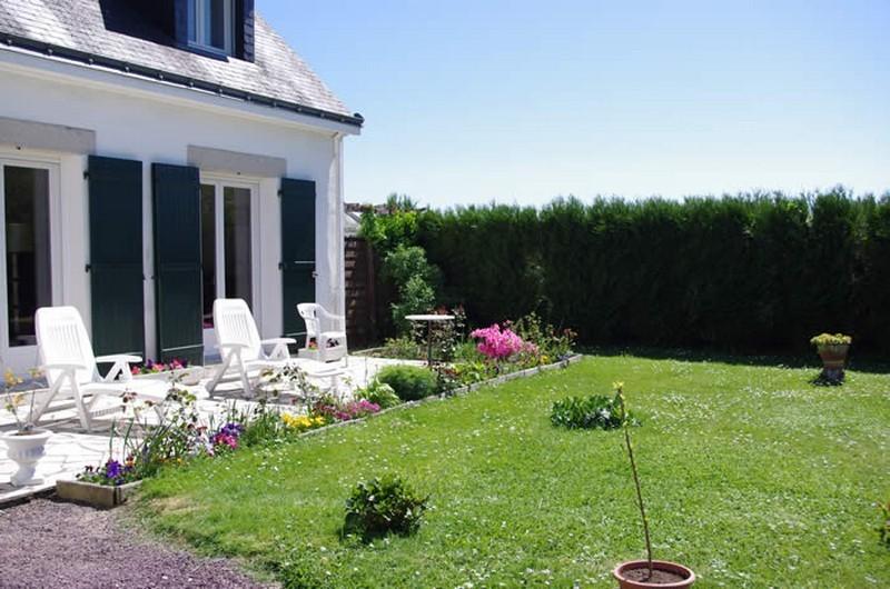 Au jardin fleuri - chambres d'hôtes Saint Lyphard Jardin