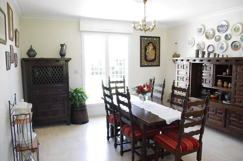 Au jardin fleuri - chambres d'hôtes Saint Lyphard salle du petit dejeuner