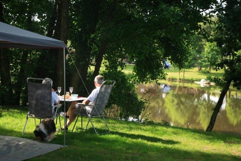 Camping Le Deffay - Parc Naturel Régional de La Brière - emplacement en bordure d'étang