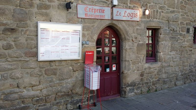 Guérande, intra-muros, proche collégiale, crêperie Le Logis, façade extérieure