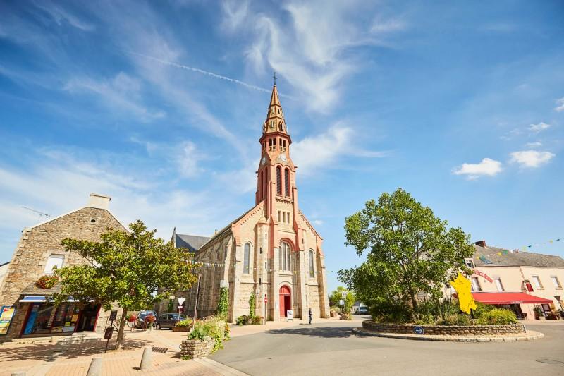 Place de l'église - Clocher - Saint Lyphard