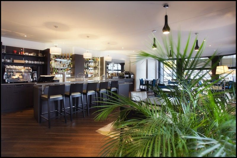 restaurant bar lounge chez tata restaurant traditionnel st nazaire. Black Bedroom Furniture Sets. Home Design Ideas
