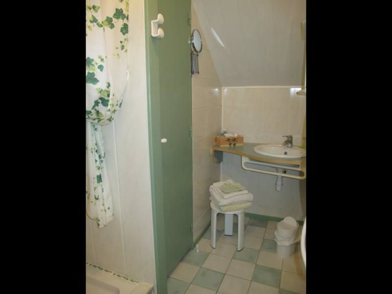 Salle d'eau privative de la chambre d'hôtes située à La Chapelle des Marais en Brière