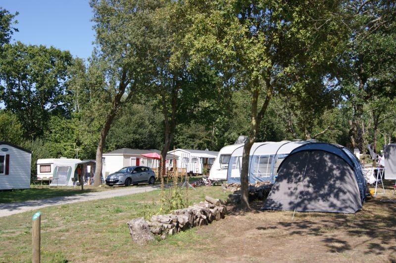 Guérande Camping le Panorama proche marais salants, Détail emplacement toile de tente