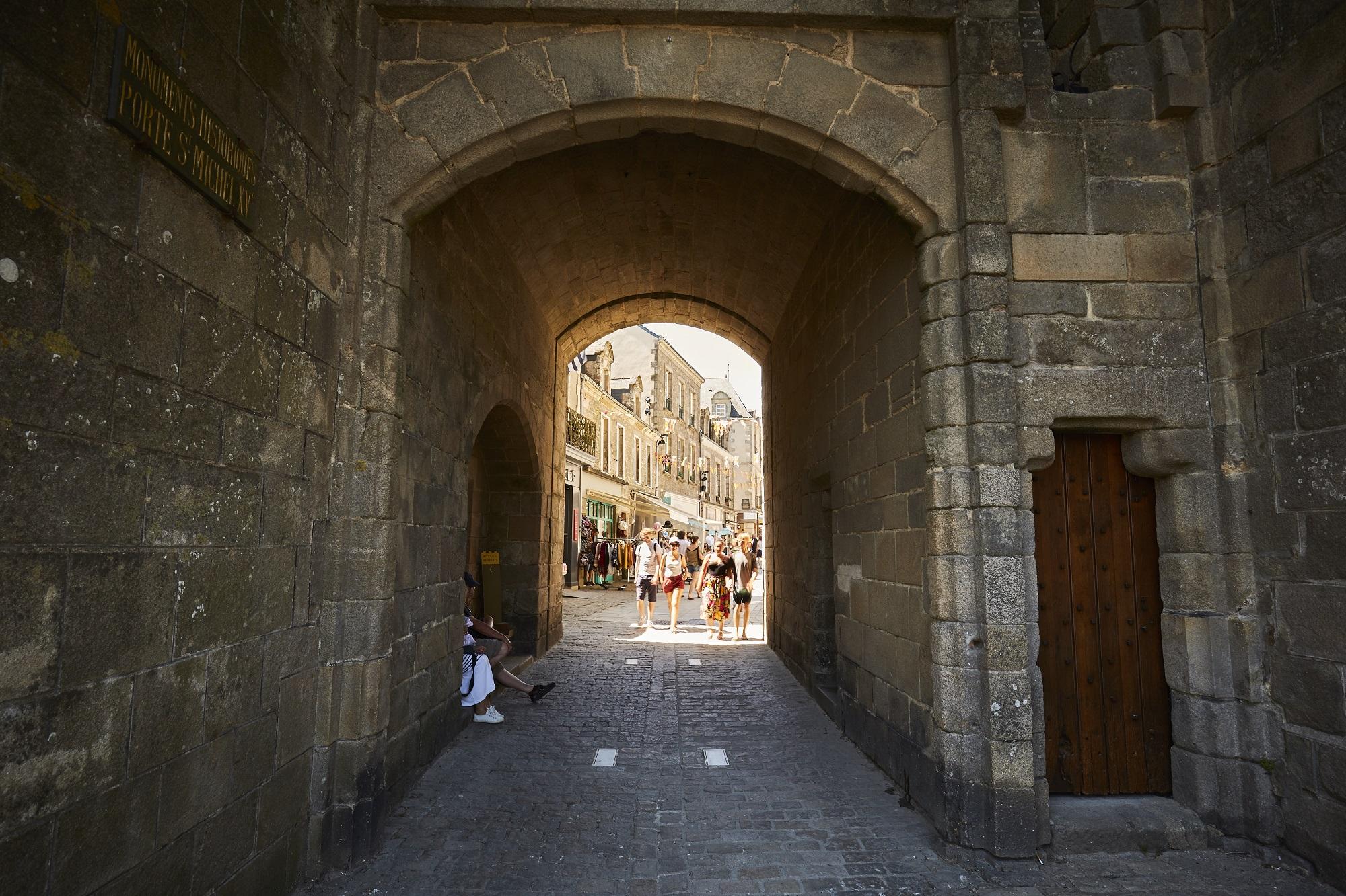 Cité médiévale de Guérande - Sous la porte Saint-Michel - Alexandre Lamoureux - © Alexandre Lamoureux