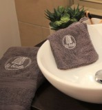 Boutique en ligne - Serviette de toilette et gant gris cabine La Baule - Office de Tourisme La Baule Presqu'île de Guérande