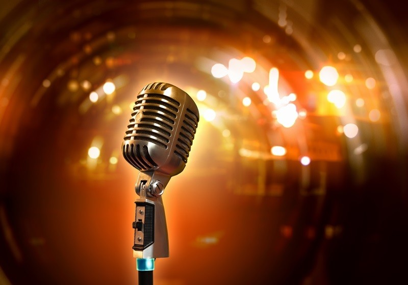 audio-microphone-retro-style-sergey-nivens-fotolia-com-1216017