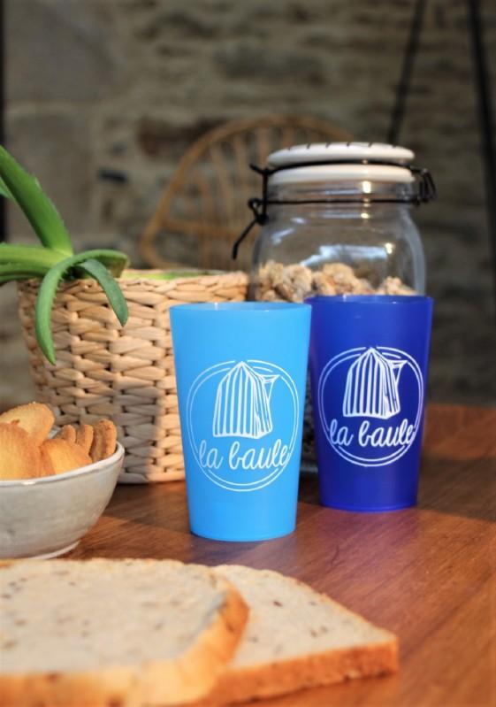 boutique en ligne-Gobelet la baule cabine bleu clair et bleu foncé - Office de tourisme La Baule presqu'ile de Guerande