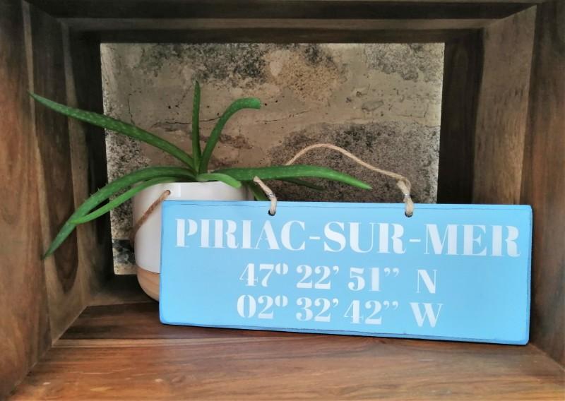 Boutique en ligne - pancarte Latitude Piriac-sur-mer bleu clair - Office de Tourisme La Baule Presqu'île de Guérande