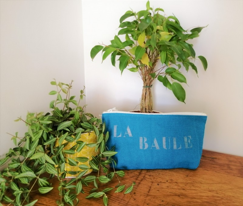 Boutique en ligne - pochette lin et paillettes La Baule bleu - Office de Tourisme La Baule Presqu'île de Guérande