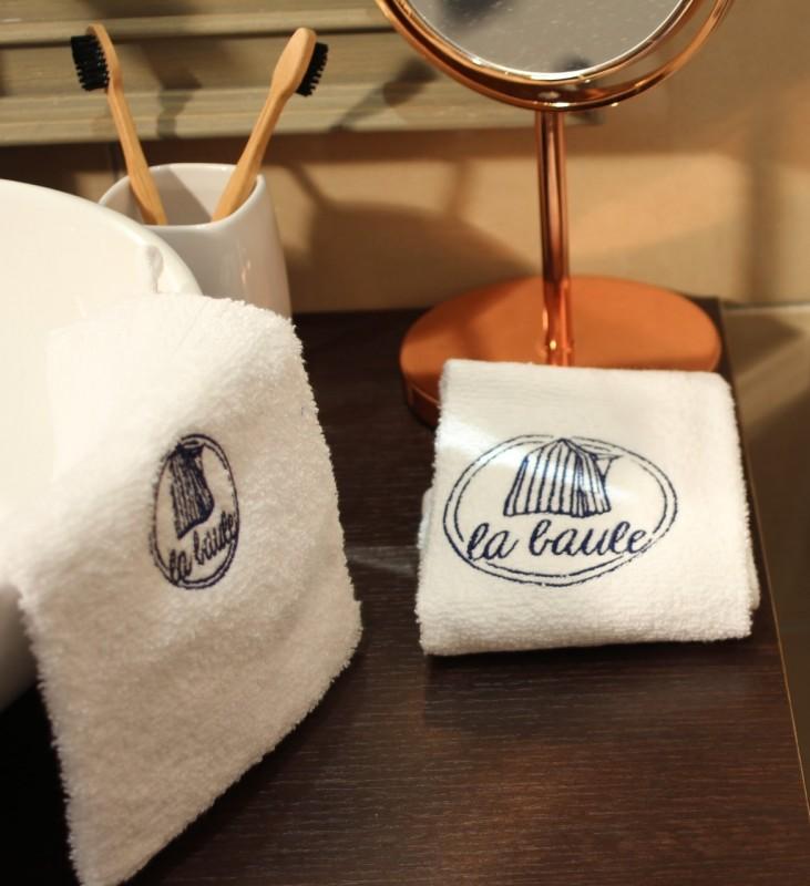 boutique-en-ligne-serviette-a-mains-cabine-la-baule-blanc-office-de-tourisme-la-baule-presqu-ile-de-guerande