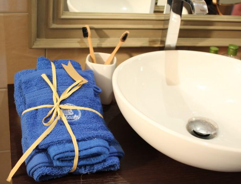 Boutique en ligne - Serviette de toilette bleu cabine La Baule - Office de Tourisme La Baule Presqu'île de Guérande