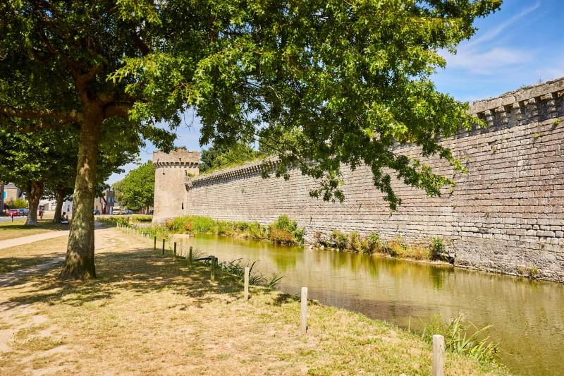 Explorez les remparts de Guérande
