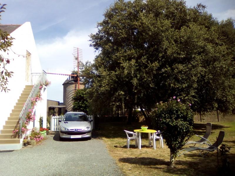 Guérande - Appartement 2/3 personnes - Mme Bourse - Entrée de la location côté jardin