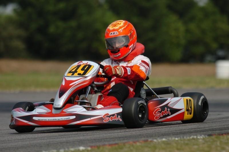 Pilote sur la piste du Racing Kart Jade à Saint-Michel-Chef-Chef