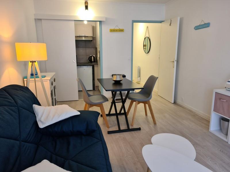 salon-cote-pris-du-balcon-1871708