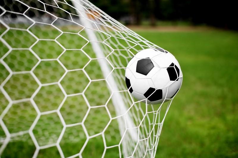 soccer-ball-in-goal-beachboyx10-fotolia-com-1215710