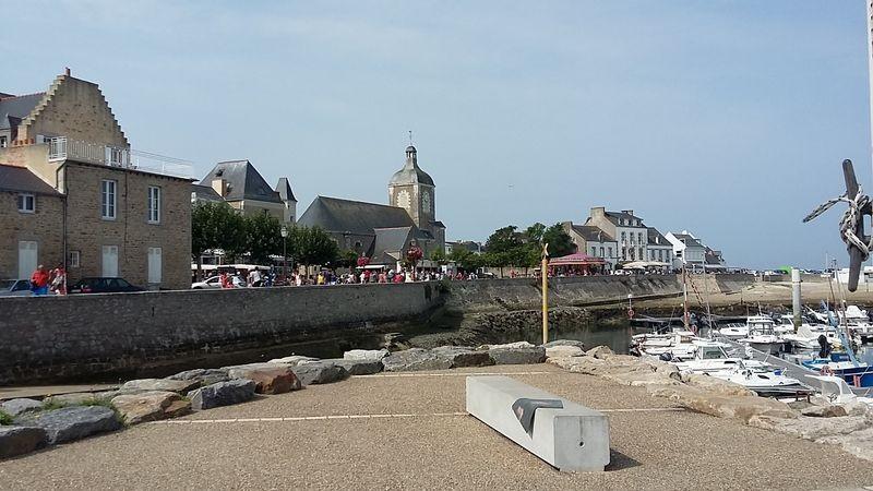 Vue sur le port et l'église de Piriac-sur-Mer