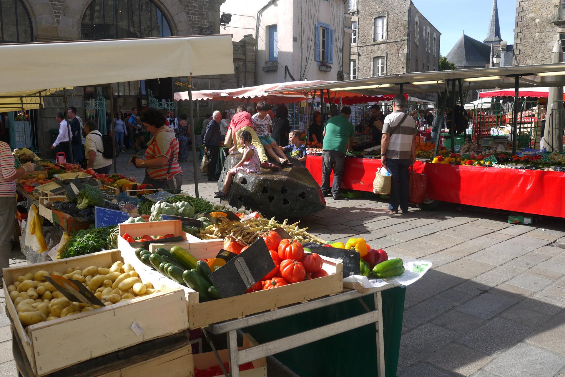 Marché de Guérande au cœur de la cité médiévale - Mairie de Guérande - © Mairie de Guérande
